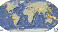 Erdbeben weltweit während der vergangenen 14 Tage. Das Beben unter den japanischen Bonin-Inseln ist fett orange markiert.