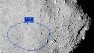 Am frühen Morgen, um 03:58:15 deutscher Zeit,  wird der Asteroidenlander Mascot von der Raumsonde Hayabusa2 abgetrennt und einige Minuten später auf der Oberfläche von Ryugu aufsetzen. Vom ersten Oberflächenkontakt an wird es eine Reise ins Unbekannte, denn in einem Umkreis von rund 200 Metern könnte Mascot fast überall nach einigen Hüpfern liegen bleiben.