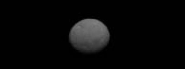 Das  Kamerasystem an Bord der NASA-Raumsonde Dawn hat am 25. Januar 2015 dieses Bild des Zwergplaneten Ceres eingefangen.