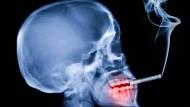 Rauchen tötet, doch viele kommen einfach nicht davon los.