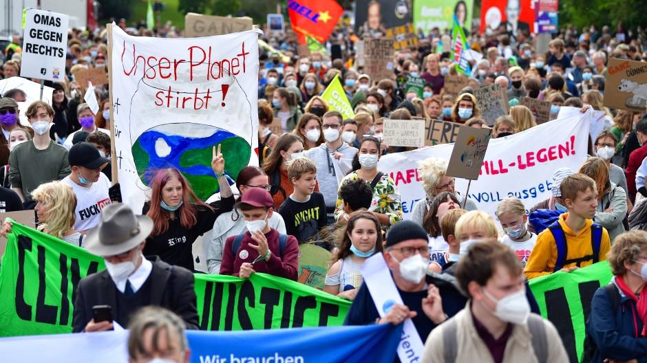 Die Klimaktivisten von Fridays for Future haben Gehör bei der Politik gefunden: Klimastreik am Freitag, den 24.9., in Erfurt.