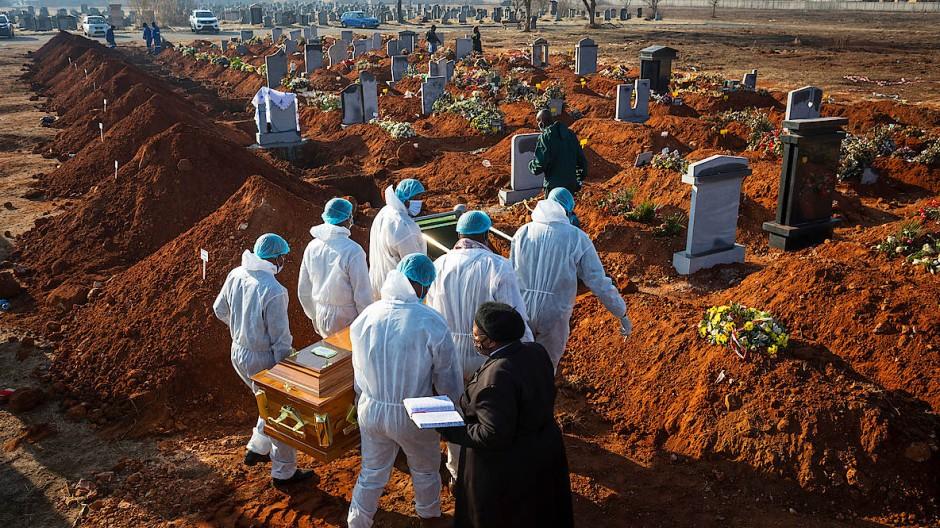 Beerdigungszeremonie im südafrikanischen Johannesburg für die Covid-19-Opfer der ersten Infektionswelle.