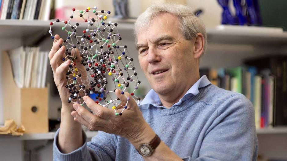 Richard Henderson in seinem Büro am Laboratory of Molecular Biology in Cambridge