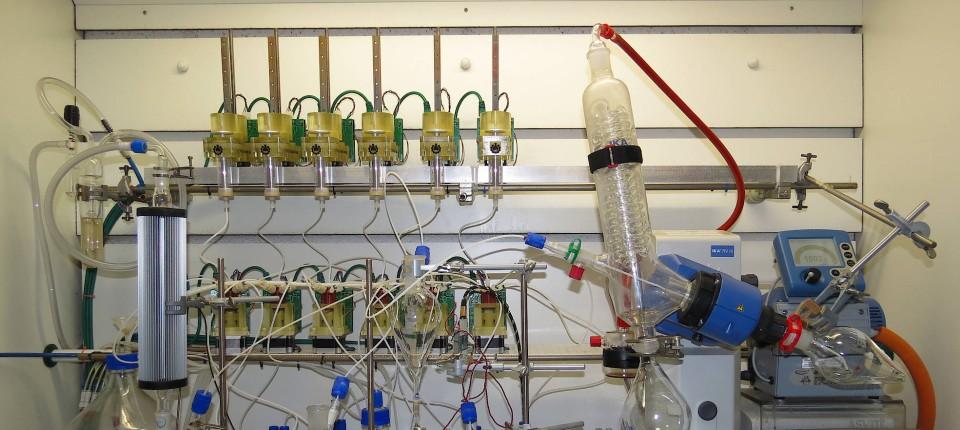 Ein Roboter wird zum Chemiker