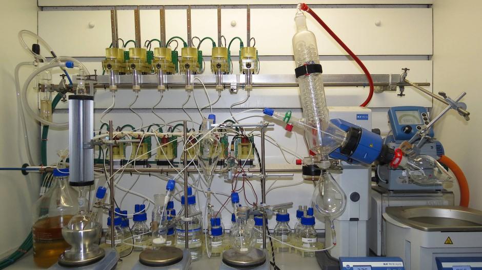Chemputer produziert selbständig drei Wirkstoffe