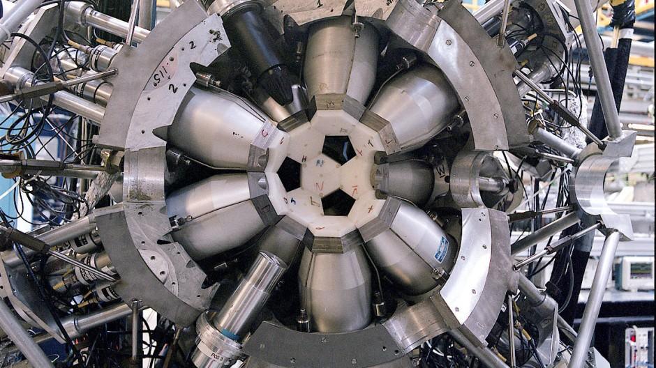 Der geöffnete 8-Pi-Detektor am kanadischen Beschleunigerzentrum Triumf in Vancouver. Mit diesem Nachweisgerät wurden die stabilen Kadmiumisotope nachgewiesen.