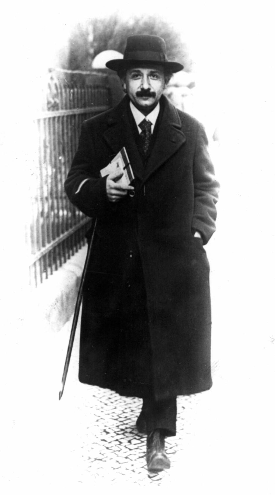 Die Sonnenfinsternis im Jahr 1919 verhalf Einstein zum Ruhm, datiert 1920.