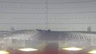 Schwebende Mylarfolien in einer Vakuumkammer