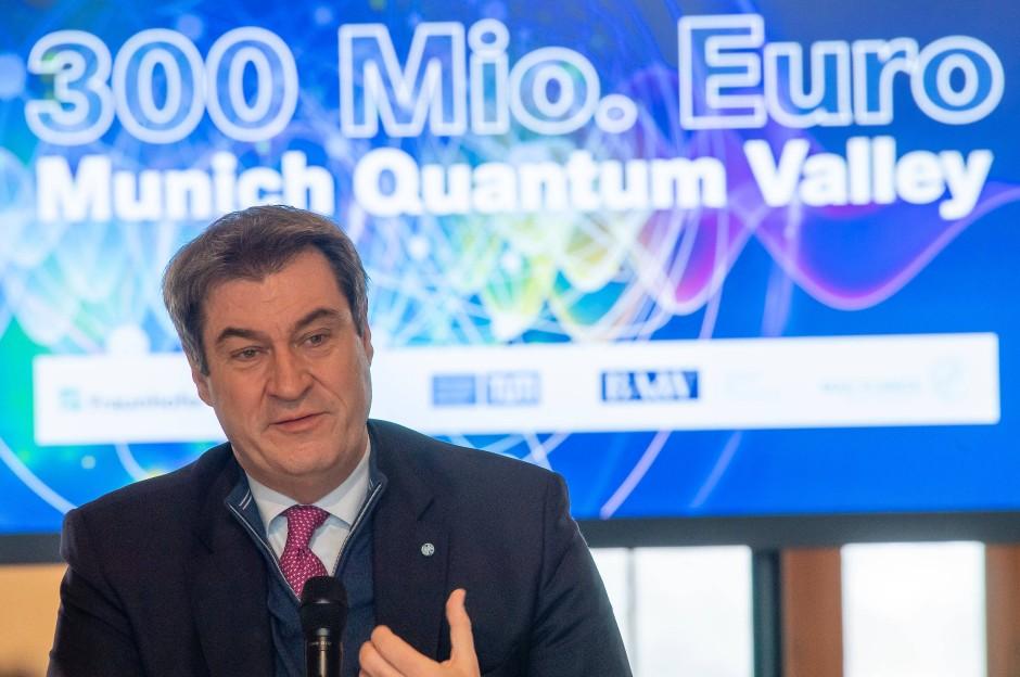 """Der Bayerische Ministerpräsident Markus Söder fördert die Initiative """"Munich Quantum Valley"""" mit 300 Millionen Euro."""