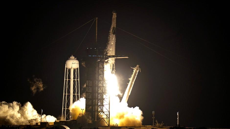 Am Sonntagabend (Ortszeit) brach die Falcon-9-Rakete mit ihrer vierköpfigen Crew zur Internationalen Raumstation auf.
