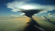 Sich auflösende Gewitterwolke über dem Amazonasgebiet, aufgenommen von der Besatzung des Forschungsflugzeuges Halo