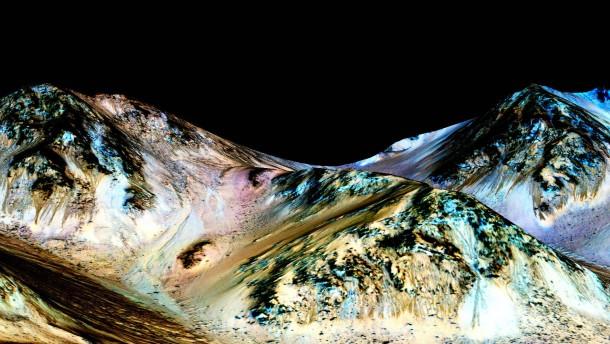 Marssonde findet Hinweise auf flüssiges Wasser