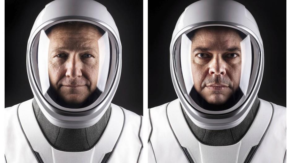 Die Nasa-Astronauten Doug Hurley (links) und Bob Behnken in ihren neu entworfenen Raumfahrtanzügen.