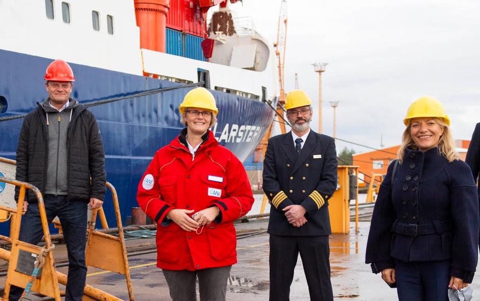 Am Montag an der Polarstern: Expeditionsleiter Markus Rex, Forschungsministerin Anja Karliczek, Kapitän Thomas Wunderlich und AWI-Chefin Antje Boetius