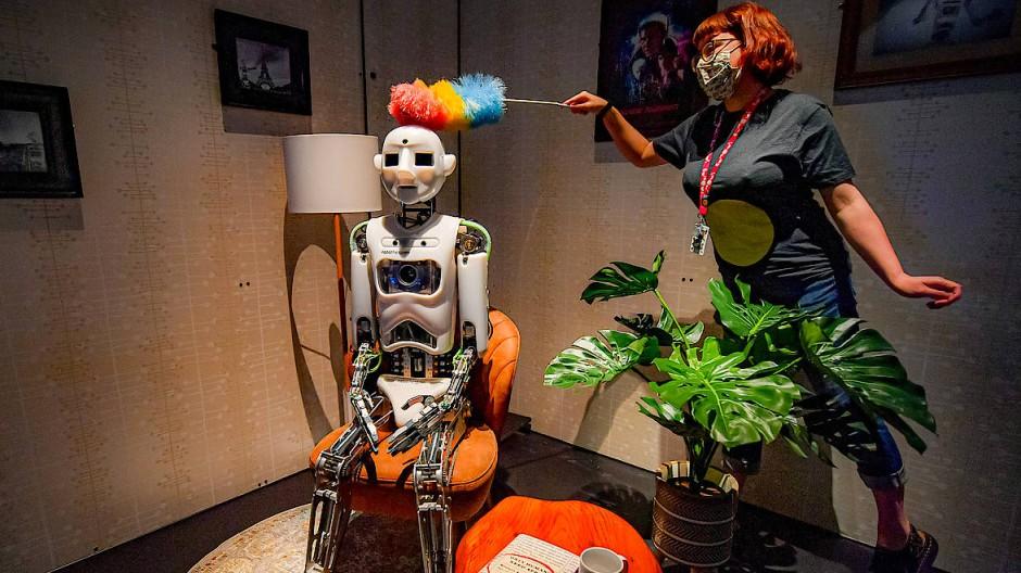 """Abgestaubt: """"Robothespian"""" im Science-Museum von Bristol."""