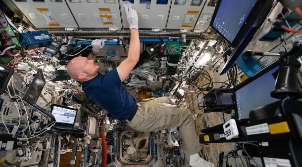 Per Livestream mit Tausenden: Astronaut Gerst telefoniert nach Hause