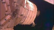 """Das nicht aufgepupmte Wohnmodul """"Beam"""" am 26.05.2016 an der ISS. Der erste Test mit dem aufblasbaren Wohnmodul an der Internationalen Raumstation ISS ist schief gelaufen. Die Ursache werde nun untersucht."""
