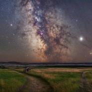 Kein künstliches Licht trübt den Blick auf die Milchstraße im Nationalpark Grasslands in der kanadischen Provinz Saskatchewan.