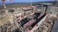 Blick auf die im Bau befindliche Halle, die den Fusionsreaktor Iter beherbergen soll.