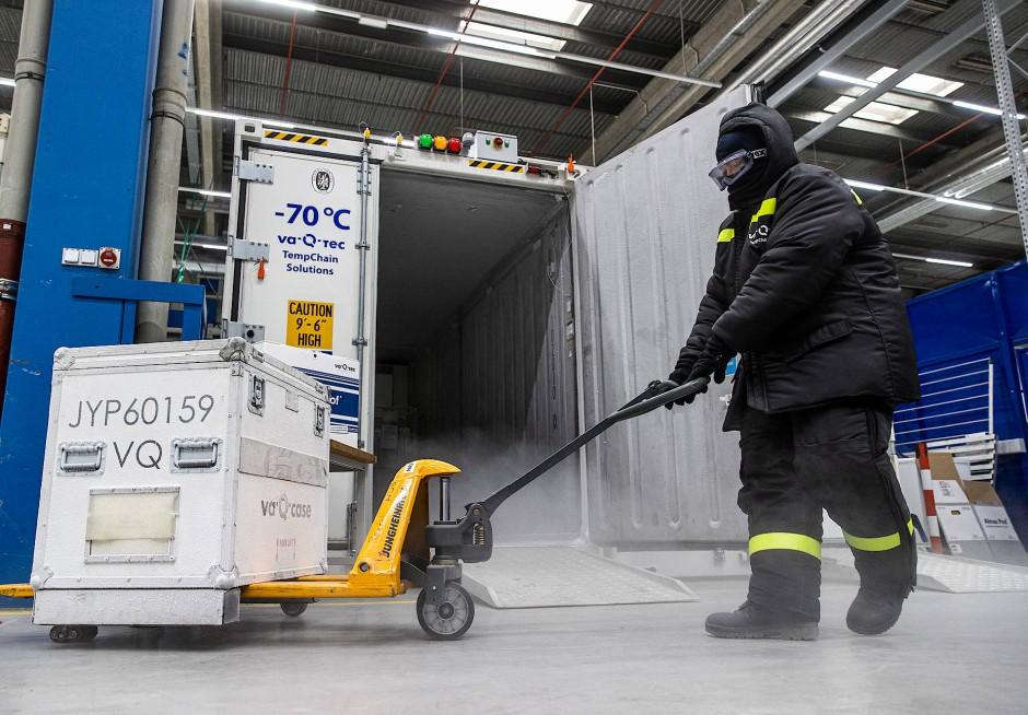 Transportables Polargebiet: Hochleistung-Kühlboxen der Würzburger Firma va-Q-tech