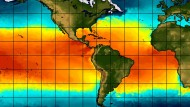 Wie Sie sehen, sehen Sie nicht viel: Die Verteilung der absoluten Ozean-Temperaturen Anfang April verrät El Nino kaum. Erst wenn man die Anomalien (von derzeit bis plus 1 Grad) in einzelnen Pazifikregionen genauer betrachtet, findet man Spuren der Anomalie.