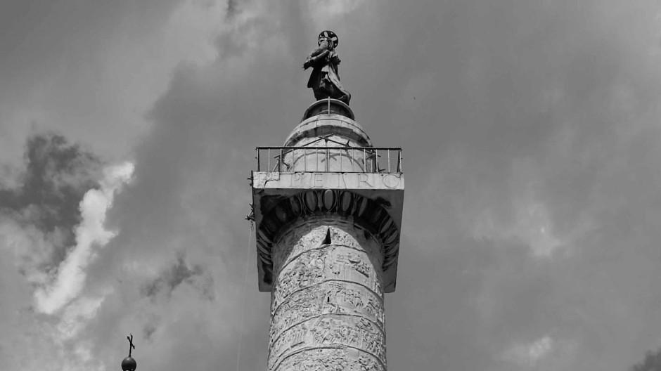 Tausend Tonnen feinsten Gesteins aus Carrara ehren Imperator Caesar Nerva Traianus Augustus (53 bis 117 n. Chr.).