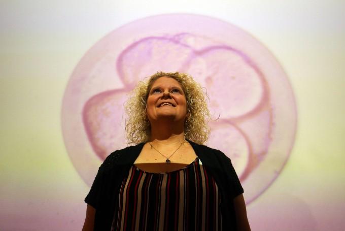 Louise Brown ist 40: Anlässlich Ihres Geburtstages im Sommer gab es eine große Feier für das erste Retortenkind (das noch ohne ICSI gezeugt wurde).