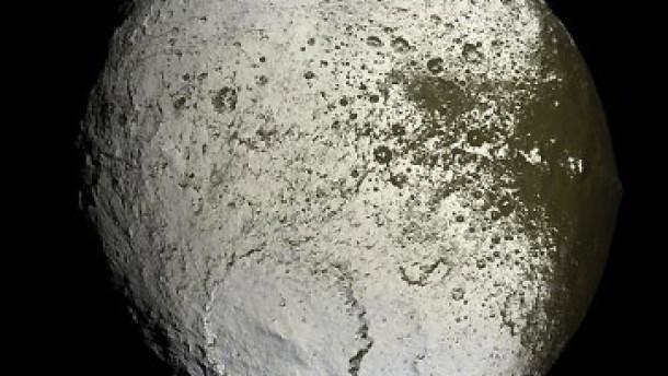 Staub auf dem Mond Japetus