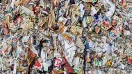 Dank eines mehrfach beschreibbaren Papiers könnten solche  Müllberge der Vergangenheit angehören.