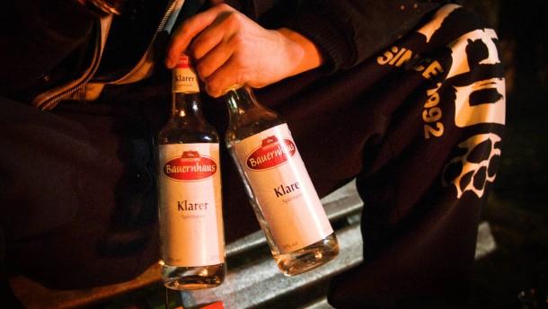 Alkoholverbot - An Tankstellen in Baden-Württemberg darf zwischen 22 und 5 Uhr kein Alkohol mehr verkauft werden. Wie sieht es jetzt bei Tankstellen aus, die nachts mit Bier und Schnaps Geschäfte machten?