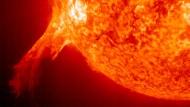 Gewaltige Plasma-Eruption auf der Sonne