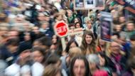 Teilnehmer einer Demonstration gegen Tierversuche in Tübingen.