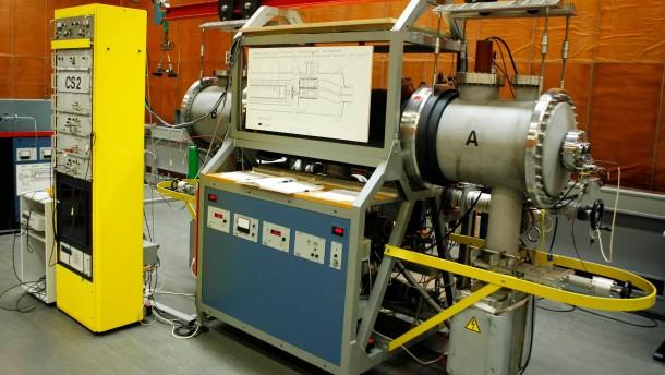 Cäsium-Atomuhr der Physikalisch Technischen Bundesanstalt (PTB)