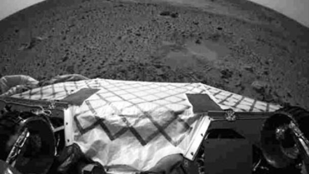 Spirit rollt erstmals über den Marsboden