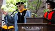 Leon N. Cooper bei der Verleihung der Rosenberger-Medaille im Jahr  2013 an der Brown University.