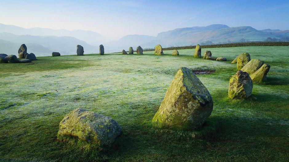 Der Steinkreis von Castlerigg ist eines der größten Megalith-Bauwerke in England. Die 38 Steine sind bis zu drei Meter hoch und einige Tonnen schwer.