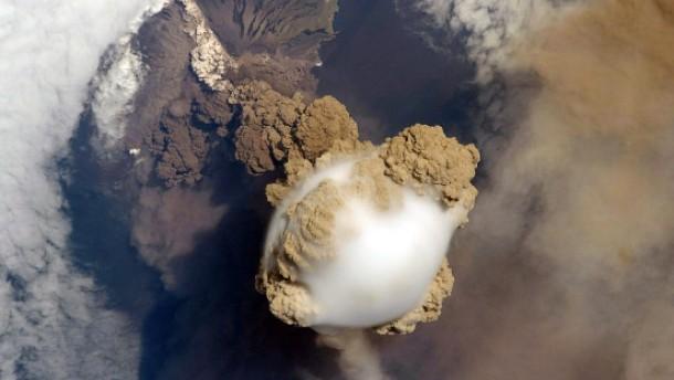 Vulkanausbruch von der ISS aus gesehen