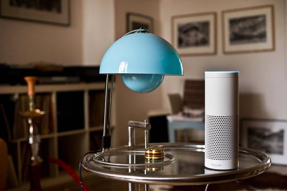 KI-gesteuerte Systeme wie die Sprachassistentin Alexa forcieren die Vernutzung mit der digitalen Parallelwelt.