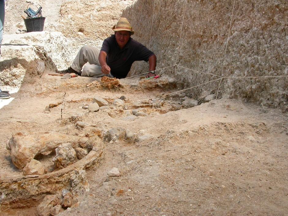 Der Archäologe Mohamend Sahnouni in der Ausgrabungsstätte Ain Hanech.