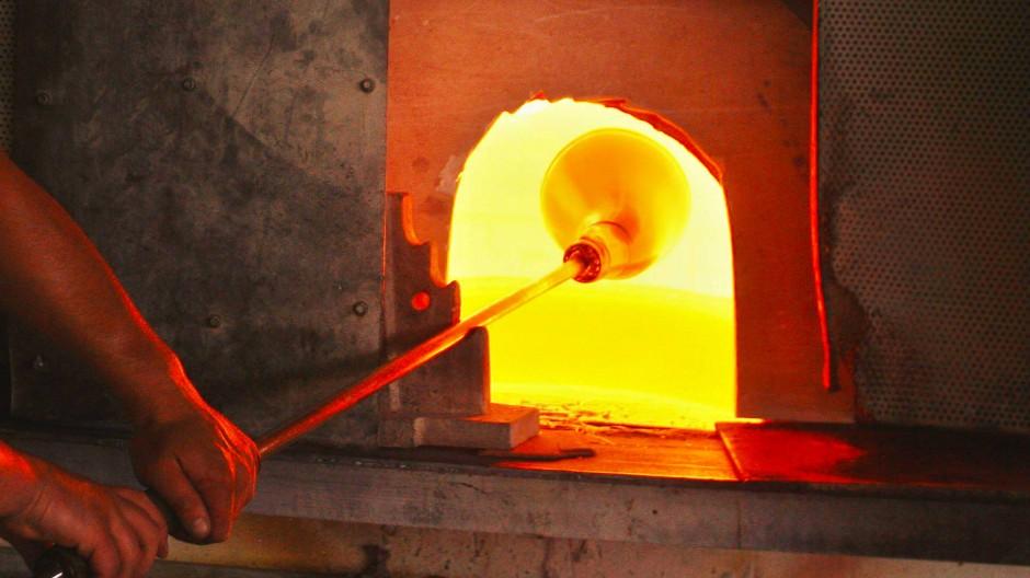 Die Glasherstellung ist ein Kunsthandwerk.