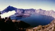 """Einer der aktivsten Vulkane: der""""Rinjani"""" in Indonesien."""