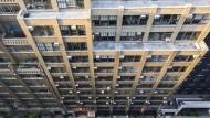 Ein gewöhnliches Bild in New York. Klimageräte sind oftmals in Fenstern eingebaut. Sechs Millionen solcher Blockgeräte sollen im Großraum der Stadt in Betrieb sein.