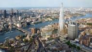 Überragt derzeit alles in London: Das Hochhaus The Shard, das in den oberen Etagen Wohnungen bietet.