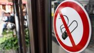 Platz für Nichtraucher: Wer zukünftig auf die Zigarette verzichten möchte, sollte auf E-Mails zurückgreifen.