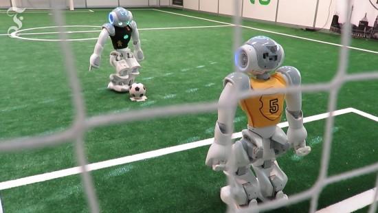 Roboter, die Fußball spielen