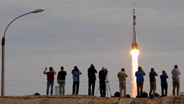 Sojus-Rakete mit drei Astronauten an Bord zur ISS gestartet
