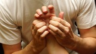 Akupressur verspricht sanfte Heilung durch Druckmassagen.