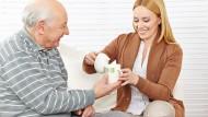 Die häusliche Pflege unterstützt das selbstbestimmte Leben im Alter.