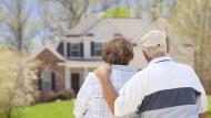 Dank einer Wohnraumanpassung, das Alter in den eigenen vier Wänden verbringen.