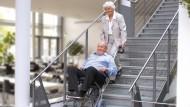 </br> Mit dem Treppensteiger und einer Hilfsperson ist die Treppe kein Hindernis mehr.